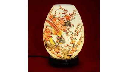 Chất cảm trong tranh chim trĩ qua 2 mẫu vẽ trên đèn xông tinh dầu